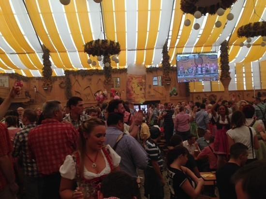 Cannstatter Wasen : una mega fiesta de cerveza