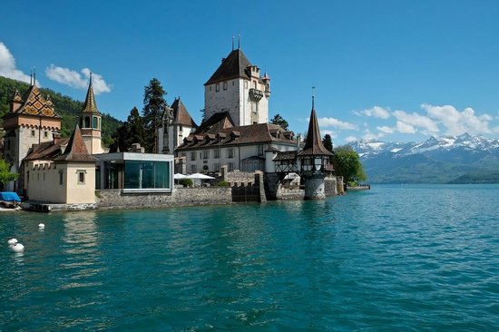 Castillo Oberhofen: Schloss Oberhofen, from the ferry wharf