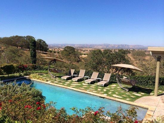 High Ridge Manor: Pool, lounges, swing chairs