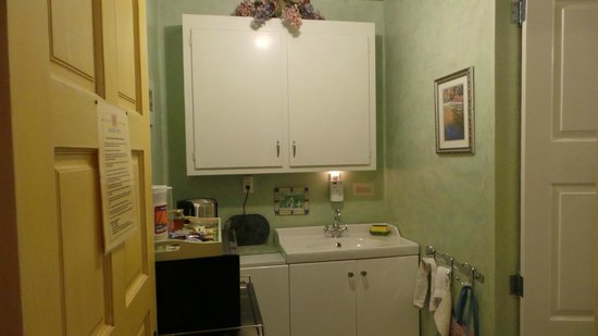 Rose Court Cottage: Kitchenette