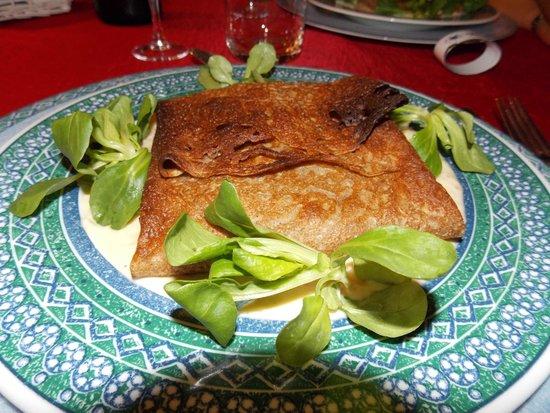 Ti Er Mad : Galette bretonne au saumon, sauce échalottes