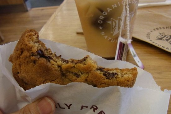 Pret A Manger: クッキー食べかけ