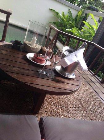 Anantara Lawana Koh Samui Resort: Recibimiento en la habitación con piscina