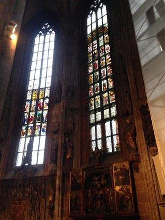 St.-Sebaldus-Kirche: agradable lugar en reconstruccion...