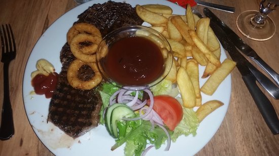 Monroe's : Huuuuuge Steak +Chips +BBQ Sauce Fantastic every time