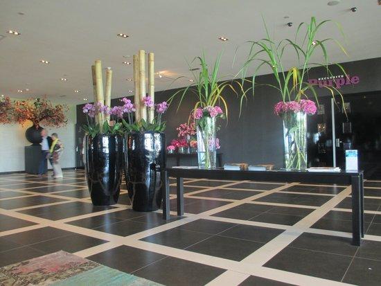 Van der Valk Hotel Duiven : PART OF THE FOYER