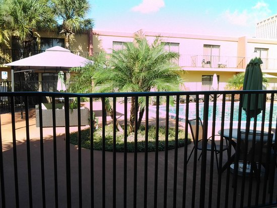 Clarion Inn & Suites At International Drive : Pool area