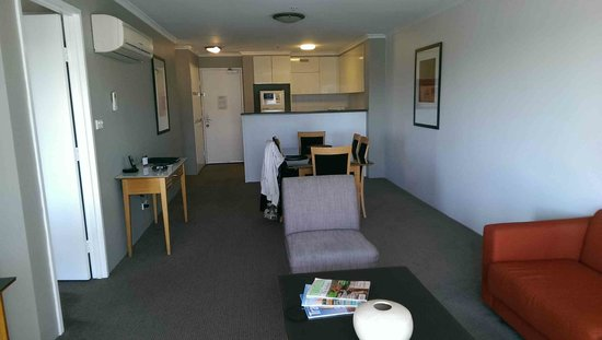 Medina Serviced Apartments Canberra, James Court: Whole living area