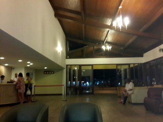 Sunshine Praia Hotel: Hall de Ingreso