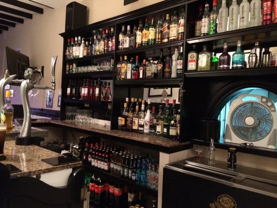 Abbey Road Bar: A well stocked bar!!