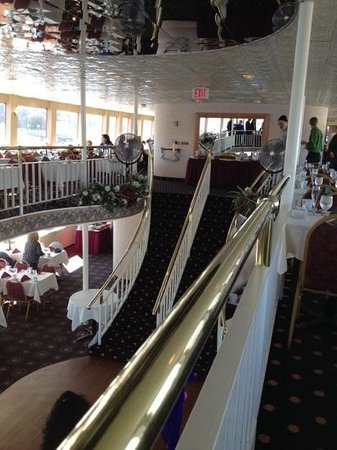 Lake George Steamboat Company: Inside the brunch cruise.