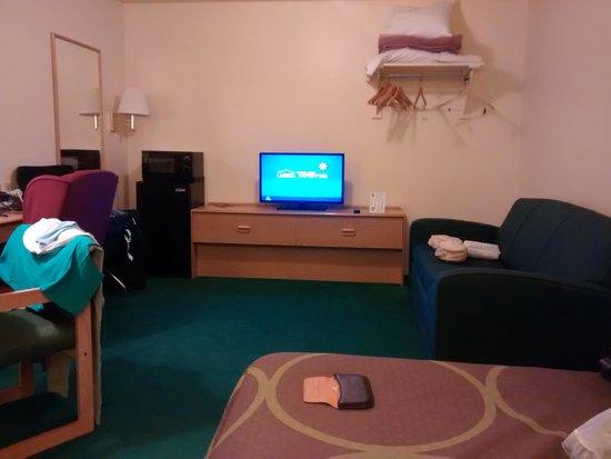 Super 8 Vernal UT: Good sized room