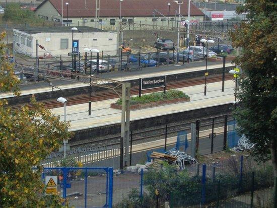 Holiday Inn Express London-Watford Junction: Uitzicht op station watford junction