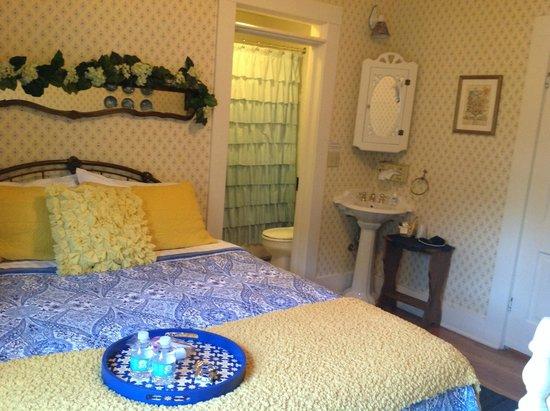 Naeset Roe Inn: Gaia's Room
