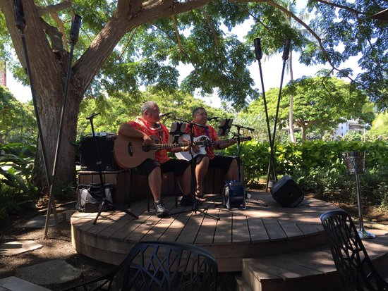 Monkeypod Kitchen : Live music during Brunch on Sunday.