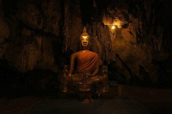 Khao Pun Cave : 洞窟内の座仏