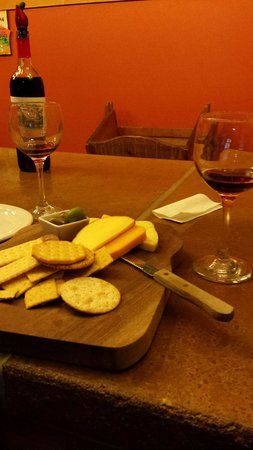 Circleville, OH: Great cheese and great wine!