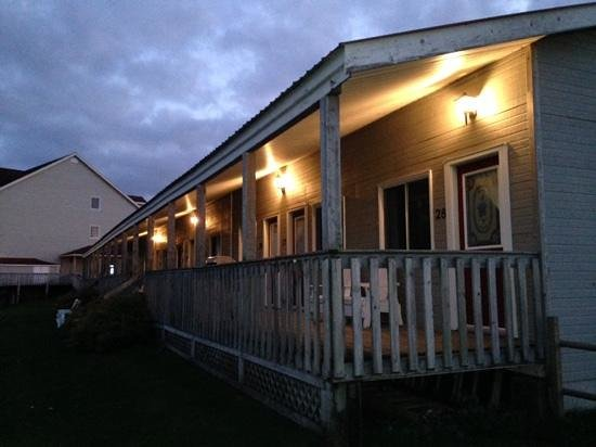 Stanley Bridge Country Resort: Dusk at the lodge