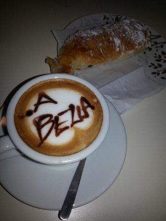 Mrs Julie Guest House : drawing on my cappuccino :)))