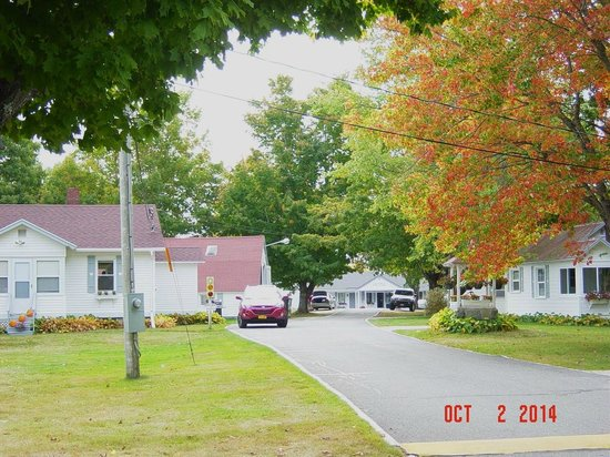 Eden Village Motel and Cottages: View From Highway 3 of Entrance