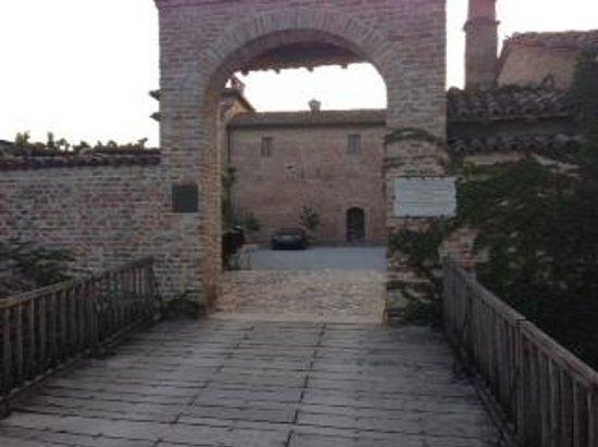 Antica Corte Pallavicina Relais: Entarnce to the hotel