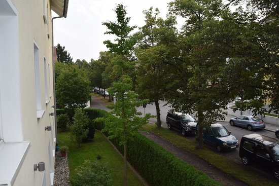 Hotel Kriemhild: A view from our room's balcony..a nice quiet neighborhood