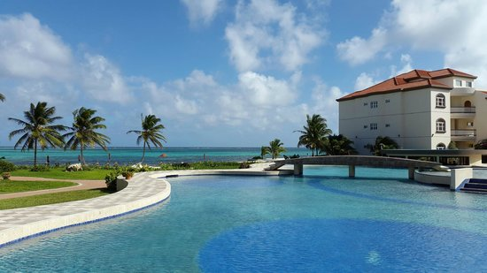 Grand Caribe Belize Resort and Condominiums: VISTA DESDE ALBERCA PRINCIPAL