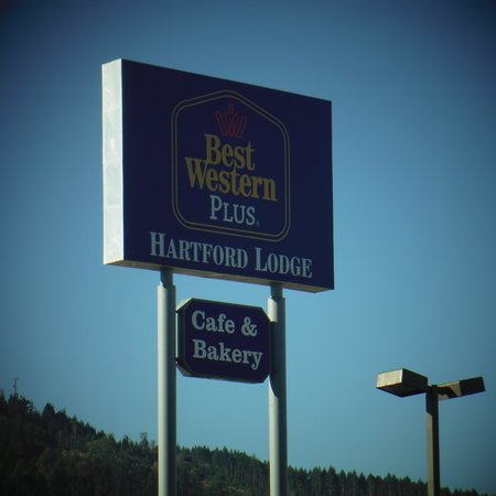 Best Western Plus Hartford Lodge: Visible from I-5