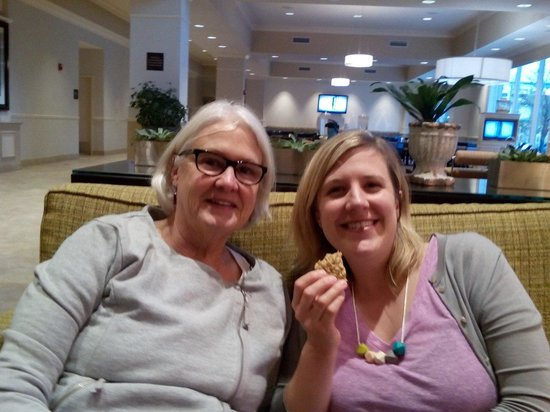 Hilton Garden Inn Omaha Downtown / Old Market Area: Great cookies in lounge.