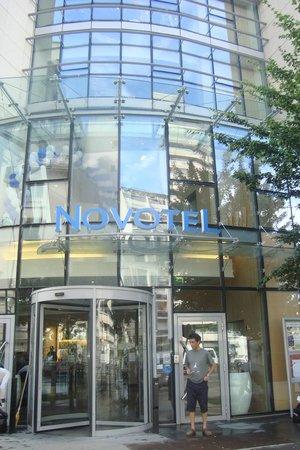 Novotel Paris Centre Gare Montparnasse: Entrada del hotel