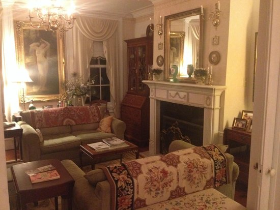Abbey's High Street Bed and Breakfast: Parlor
