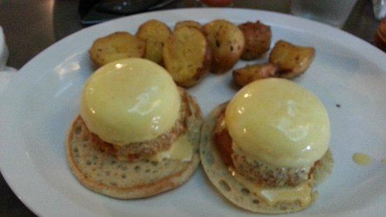 Nosh: Crab cake eggs benedict