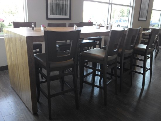 Days Inn Edmonton Airport: Breakfast seating area