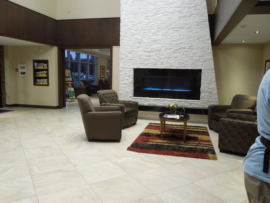 Best Western Plus Edmonton Airport Hotel: Hotel Lobby looking good