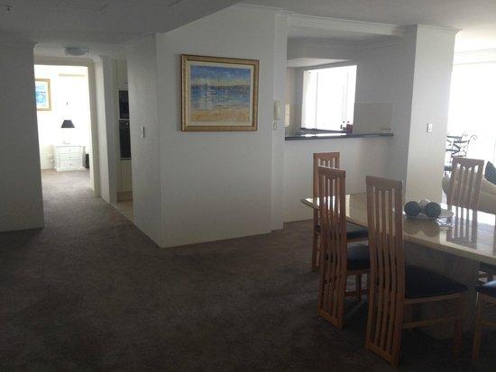 Xanadu Holiday Resort: Corridor from from door to bedroom