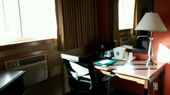Quality Inn & Suites Seattle : desk