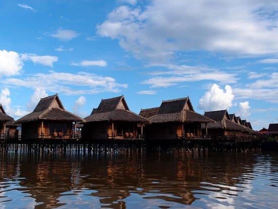 Shwe Inn Tha Floating Resort: Hotel complex