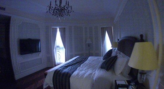 Aaron's House Shanghai: Premier room bedroom