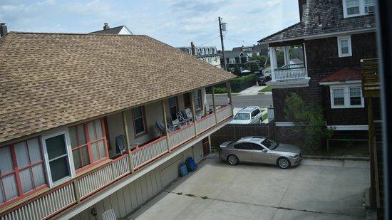 931 Beach Guest House: Same As #20.