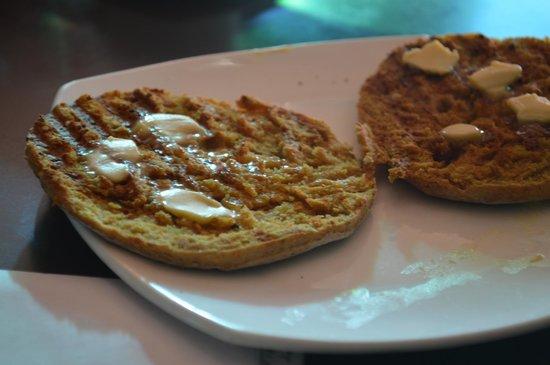 Green Hotel: pão local no café da manhã