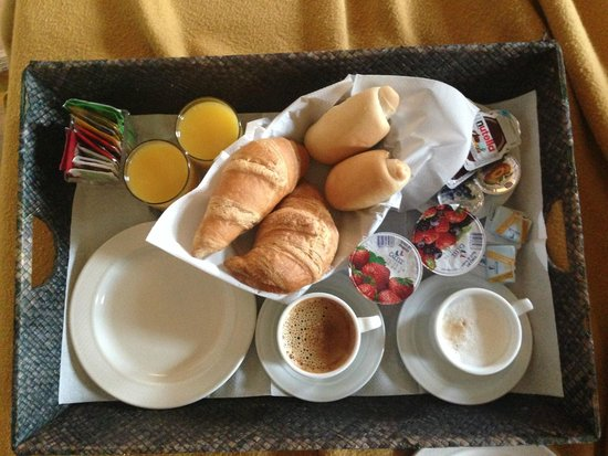 Relais Venezia: Breakfast that was delivered to our room.