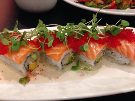 Jia Asian Fusion & Sushi Bar: Baja Roll - amazingly good. Sweet tasting plum sauce underneath was wonderful.