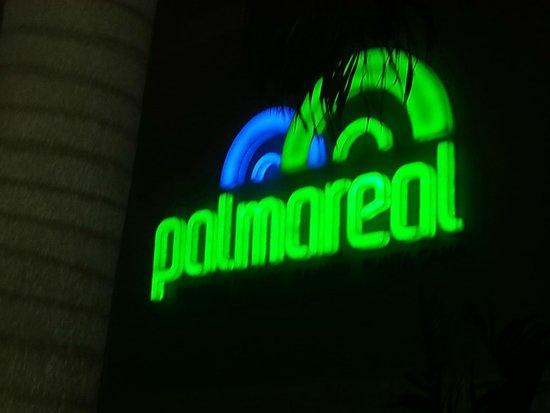 Palma Real Shopping Village : Letreiro noturno