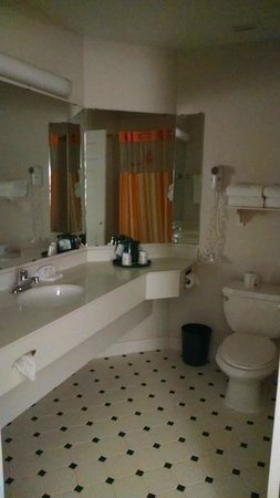La Quinta Inn & Suites Denver Boulder - Louisville : Large Bathroom