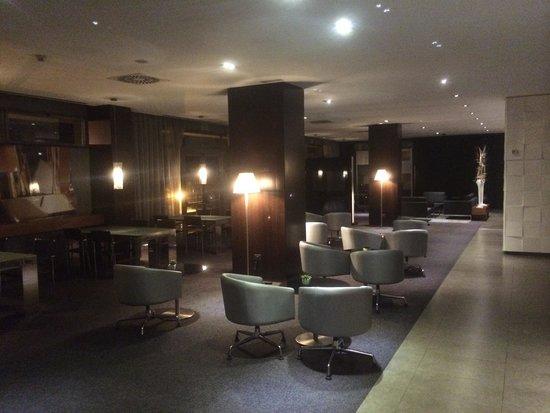AC Hotel Coslada Aeropuerto: Lobby