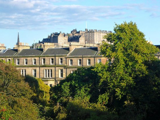 B+B Edinburgh: view Edinburgh castle from room