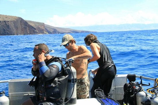 Extended Horizons : Getting divers back into the boat after a dive.
