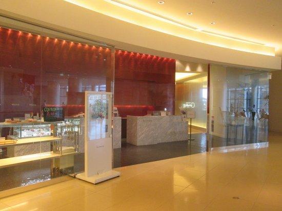 Fun Dining Coccolare Buffet: お店の入口入って右手奥がビュッフェの会場です