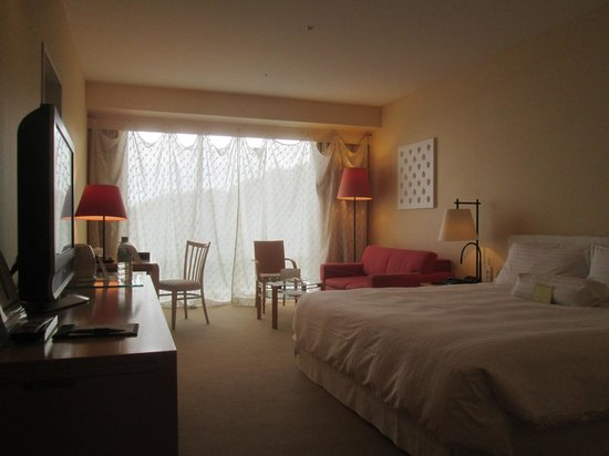 The Westin Awaji Island Resort & Conference Center: 特徴的なカーテンの客室です