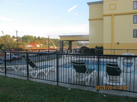 La Quinta Inn & Suites Sevierville / Kodak: Dawn rises on Hwy. 66 construction